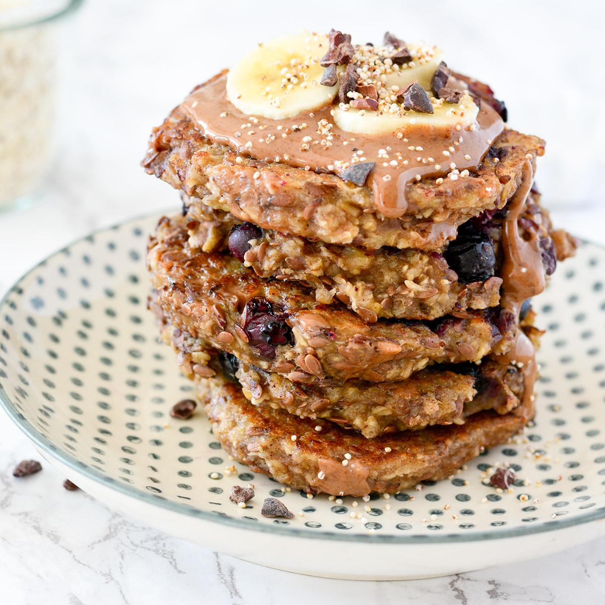FODMAP-arme Bananen Pancakes mit Heidelbeeren