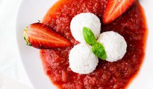 Himmlische Milchreisbällchen mit Rhabarber-Erdbeer-Kompott