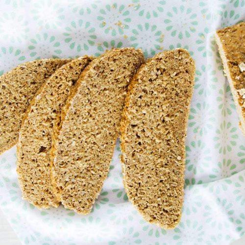 Rezept für FODMAP-armes Brot|FODMAP-armes und saftiges Brot aus Hafer. Noch mehr gesunde FODMAP-arme Rezepte auf Deutsch findest du auf meinem Blog www.weglasserei.de Außerdem Tipps und Motivation
