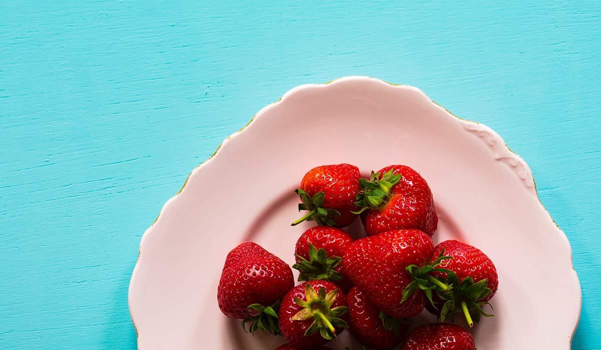 Bei Fructoseintoleranz die richtige & gesunde Ernährung finden. Wenn du noch mehr Tipps & Motivation brauchst, um deine Nahrungsmittelunverträglichkeit, Lebensmittelunverträglichkeit oder deinen Reizdarm in den Griff zu bekommen, dann schau gerne auf meinem Blog www.weglasserei.de vorbei. Dort zeige ich dir, wie du die Ernährungsumstellung am besten angehst. Außerdem findest du leckere FODMAP-arme Rezepte, die glutenfrei, laktosefrei, fructosearm und bei Reizdarm bekömmlich sind.
