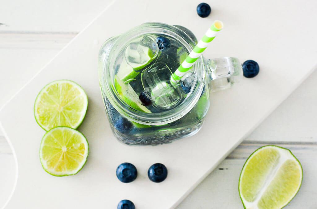 Infused Water mit Blaubeeren