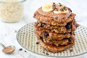 Blitzschnelle Pancakes aus Banane und Heidelbeeren