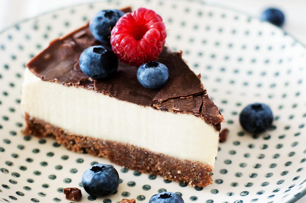 Glutenfreier Kuchen ohne Backen aus Zucchini und Erdnussmus