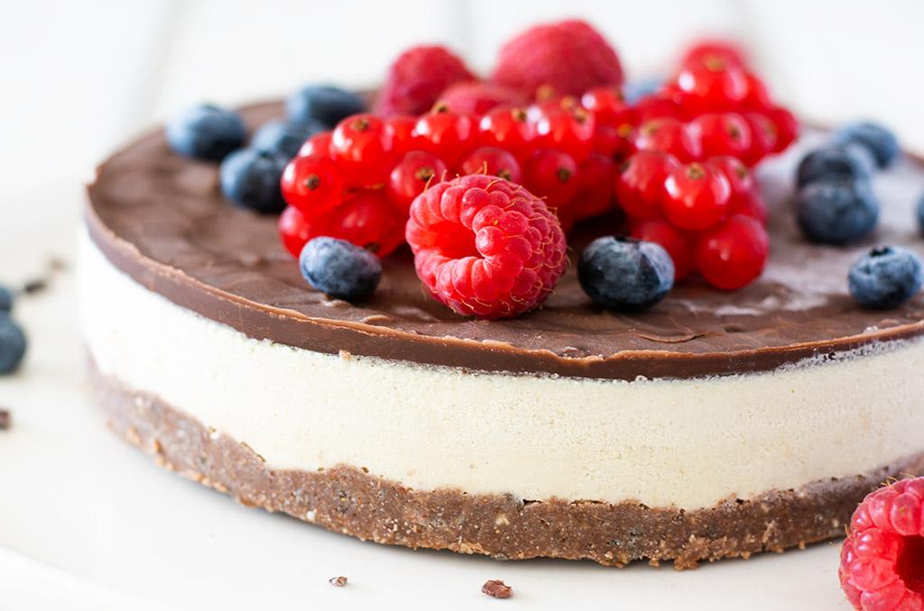 Glutenfreier Kuchen ohne Backen mit Beeren
