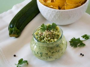 Verträgliches FODMAP-armes Hummus aus Zucchini als Dip