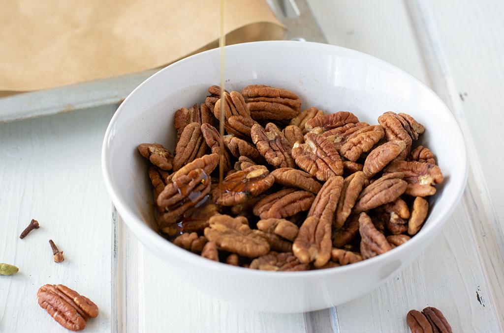Ahornsirup für karamellisierte Nüsse