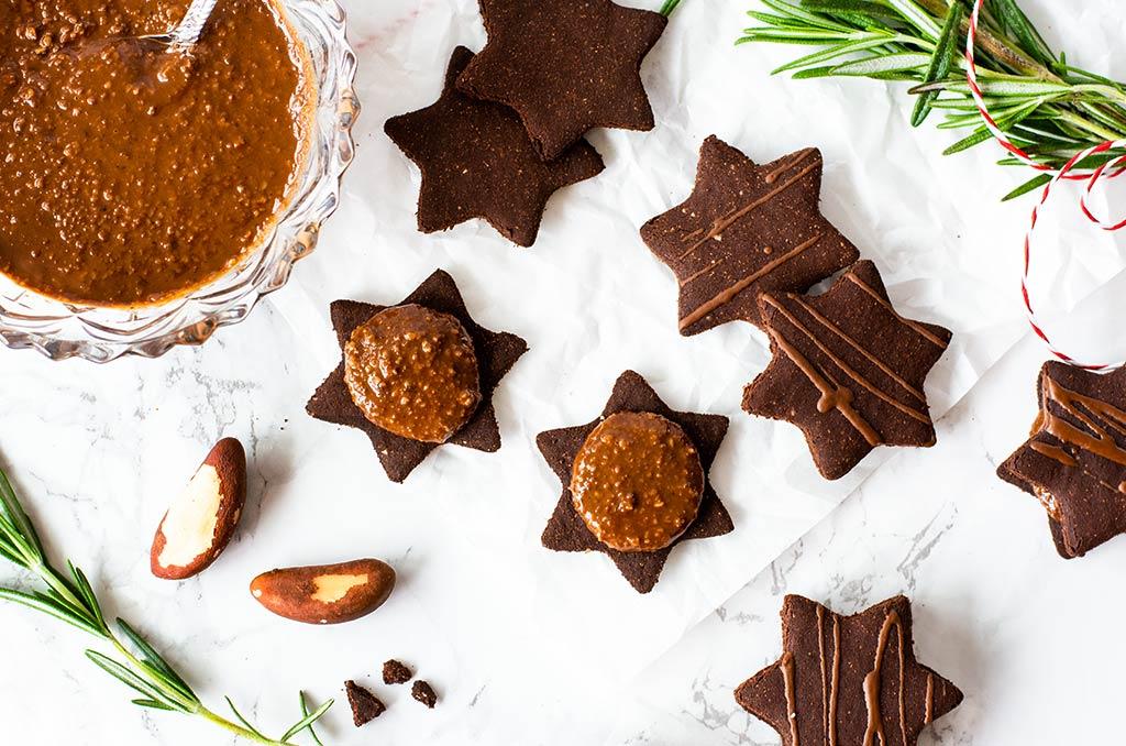 Glutenfreie Kekse mit Schokoladenfüllung aus Paranüssen
