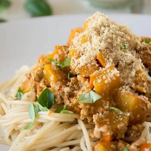 Weglasserei Kürbis Bolognese mit Paranuss Parmesan