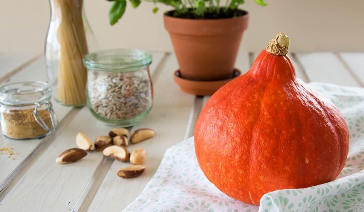 Leckeres Herbst Rezept: vegane Bolognese FODMAP-arm. Noch mehr gesunde FODMAP-arme Rezepte findest du auf meinem Blog www.weglasserei.de Dort findest du außerdem Tipps und Motivation, um deine Nahrungsmittelunverträglichkeit, Lebensmittelunverträglichkeit und deinen Reizdarm in den Griffe zu bekommen. Ich zeige dir, wie du die Ernährungsumstellung angehst. Eine große Portion Motivation gibt es oben drauf.
