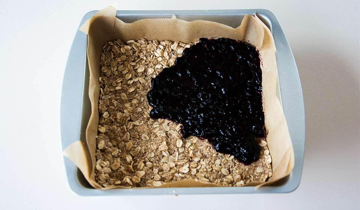 So geht Frühstück mal anders: Müsliriegel ohne Zucker. Noch mehr gesunde FODMAP-arme Rezepte findest du auf meinem Blog www.weglasserei.de Dort findest du außerdem Tipps und Motivation, um deine Nahrungsmittelunverträglichkeit, Lebensmittelunverträglichkeit und deinen Reizdarm in den Griffe zu bekommen. Ich zeige dir, wie du die Ernährungsumstellung angehst. Eine große Portion Motivation gibt es oben drauf.