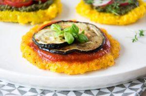 Polenta a la Pizzastyle mit Aubergine und Zucchini
