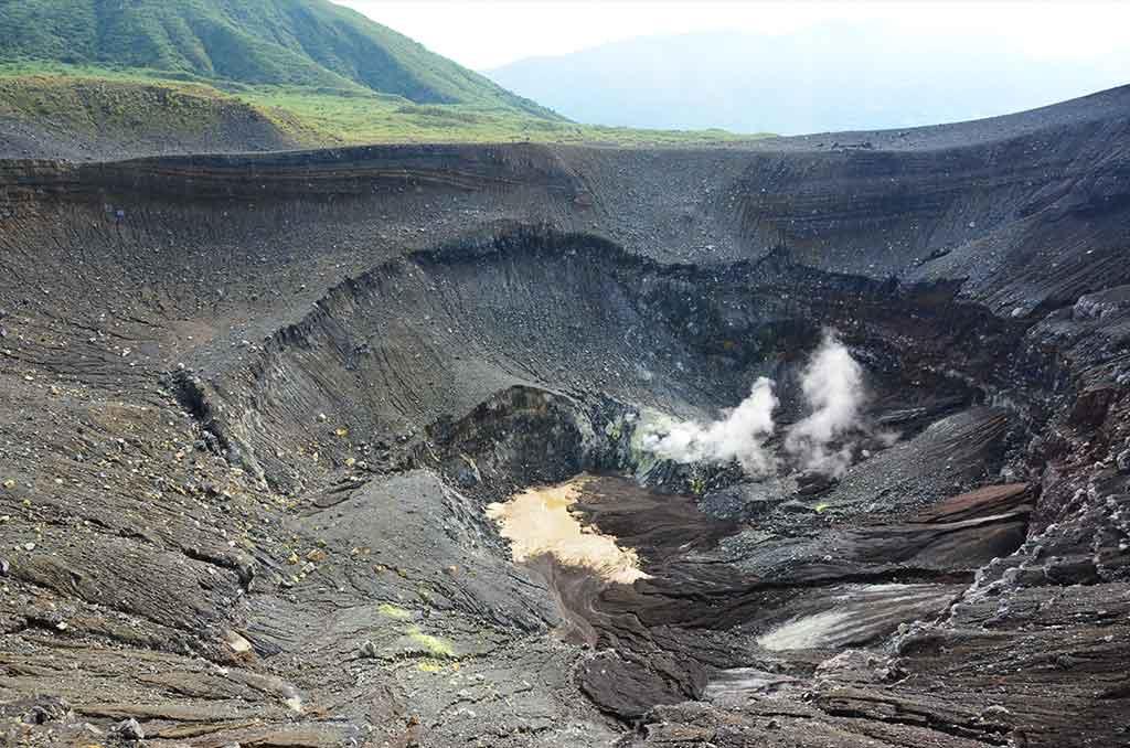 Vulkan Lokohon in Sulawesi bei Reise mit Nahrungsmittelunverträglichkeit