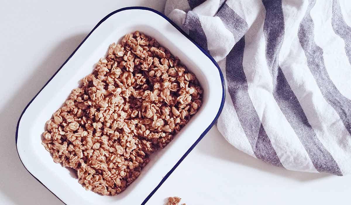 Zeit sparen beim Kochen - 22 hilfreiche Tipps. Wenn du noch mehr Tipps & Motivation brauchst, um deine Nahrungsmittelunverträglichkeit, Lebensmittelunverträglichkeit oder deinen Reizdarm in den Griff zu bekommen, dann schau gerne auf meinem Blog www.weglasserei.de vorbei. Dort zeige ich dir, wie du die Ernährungsumstellung am besten angehst. Außerdem findest du leckere FODMAP-arme Rezepte, die glutenfrei, laktosefrei, fructosearm und bei Reizdarm bekömmlich sind.