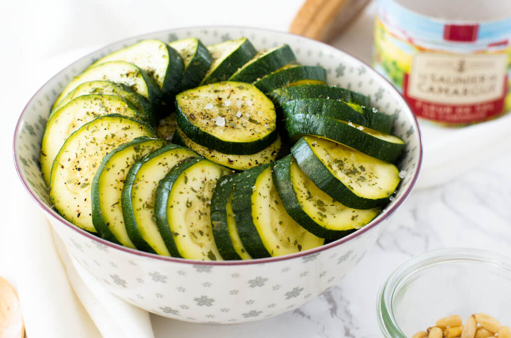 Laktosefreier gekochter Zucchinisalat