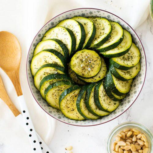 Gekochter Zucchinisalat – perfekt zum Grillen